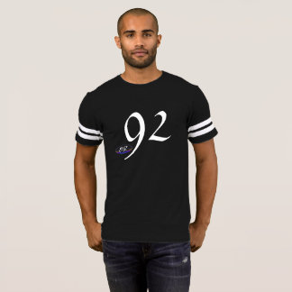 Camiseta 92 pelo preto de BlakkOuttVisionz |/camisa branca