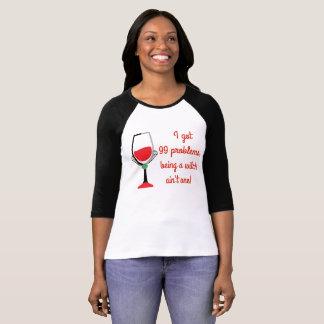 Camiseta 99 problemas mas uma bruxa - meninas más que bebem