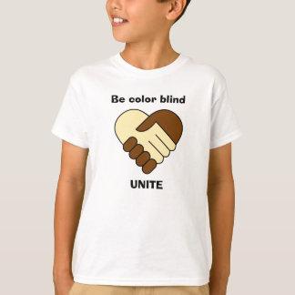 Camiseta A anti agitação da mão do tema do racismo caçoa a