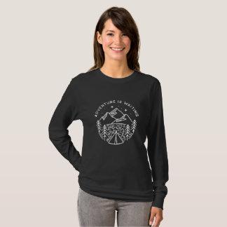 Camiseta A aventura está esperando o T longo da luva das