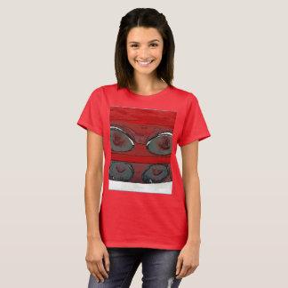 Camiseta A cauda do carro das mulheres ilumina-se como um