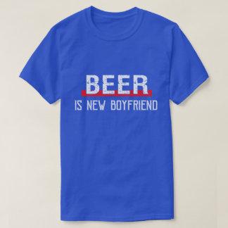Camiseta A cerveja é dia dos namorados engraçado do