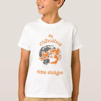 Camiseta A chihuahua monta o traje do Dia das Bruxas da