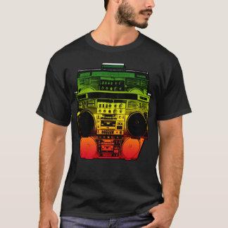 Camiseta A cor de Boombox desvanece-se (Rasta)