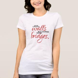 Camiseta A coragem inspirada das palavras constrói pontes