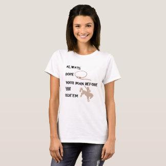Camiseta A corda n do rodeio do vaqueiro ou da vaqueira