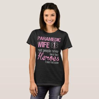 Camiseta A esposa do paramédico o mais nunca encontra a