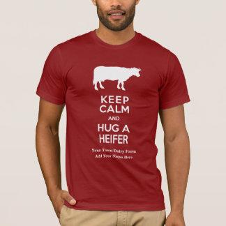 Camiseta A fazenda de leiteria mantem a calma e abraça uma