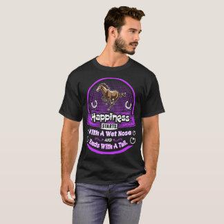Camiseta A felicidade liga o Tshirt molhado do cavalo da