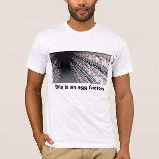 Camiseta A gaiola de bateria, esta é uma fábrica do ovo