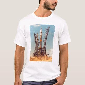 Camiseta A instalação da nave espacial de Soyuz em Baikonur
