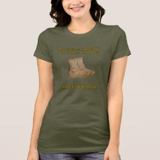 Camiseta A irmã veste botas de combate