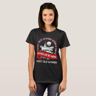 Camiseta A maioria de mulheres adultas dadas acima de