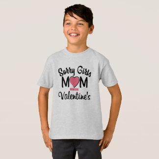 Camiseta a mamã pesarosa das meninas é meus namorados