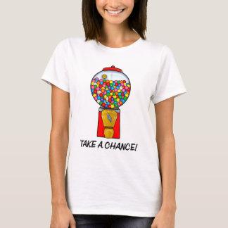 Camiseta A máquina retro da bola de goma toma uma