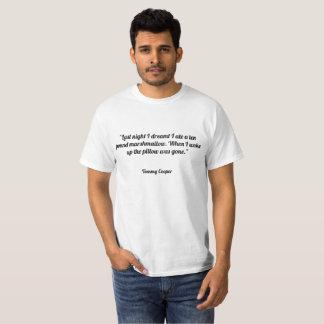 Camiseta A noite passada eu sonhei-me comi um marshmallow.