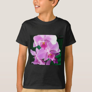 Camiseta A orquídea floresce close up no rosa