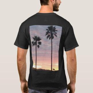 Camiseta A palmeira dos homens e o t-shirt do surfista