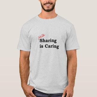 Camiseta A partilha do leite está importando-se com escrita