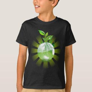 Camiseta A planta verde cresce do globo