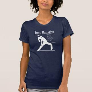 Camiseta A pose reversa da ioga da ioga apenas respira