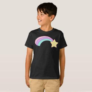Camiseta A raia colorida do arco-íris da estrela amarela