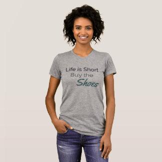 """Camiseta A """"vida é comprar curto gráfico dos calçados"""""""