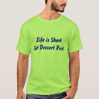 Camiseta A vida é curta come a sobremesa primeiramente