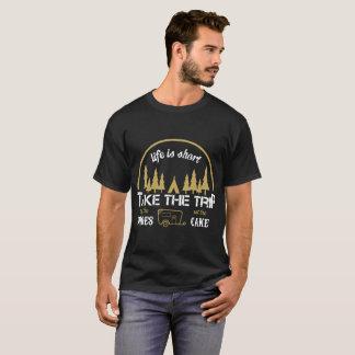 Camiseta A vida é curta toma o comprar que da viagem os