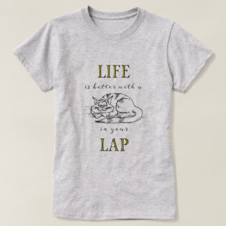 Camiseta A vida é melhor com um gato em seu regaço