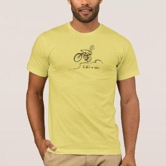 Camiseta A vida é um indivíduo do motociclista da montanha