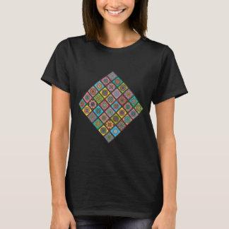 Camiseta Abelha louca da edredão da mandala da cor