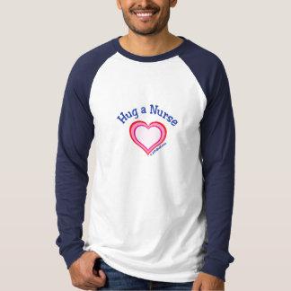 Camiseta Abrace um coração da enfermeira