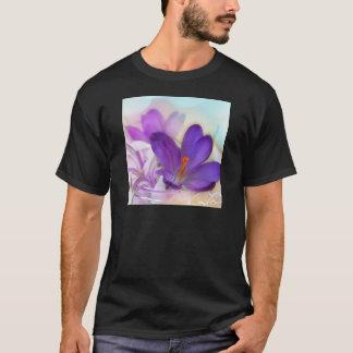 Camiseta Açafrão e lírio do arranjo floral de vale.
