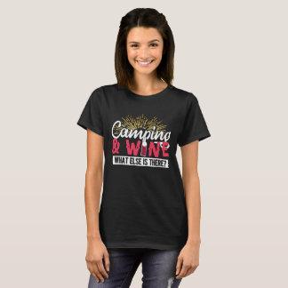 Camiseta Acampamento & vinho!  Que outro há?  Design
