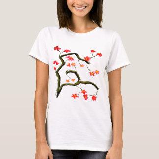 Camiseta Acento vermelho das flores de cerejeira