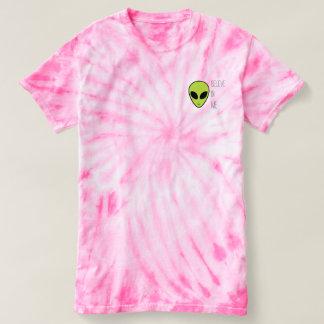 """Camiseta """"Acredite em mim"""" o t-shirt estrangeiro da"""