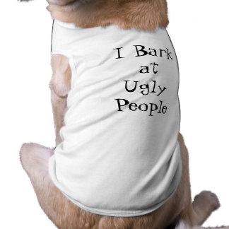 """Camiseta Adorável """"eu descasco em pessoas feias"""" da"""