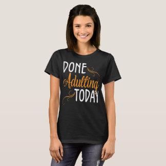 Camiseta Adulting feito Introverts hoje o t-shirt
