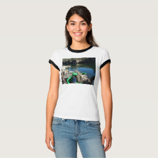 Camiseta Alegria do t-shirt de Geocaching. Cena rochosa do