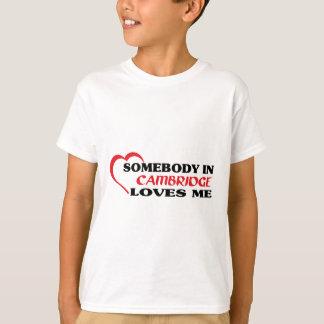 Camiseta Alguém em Cambridge ama-me