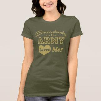 Camiseta Alguém no exército ama-me
