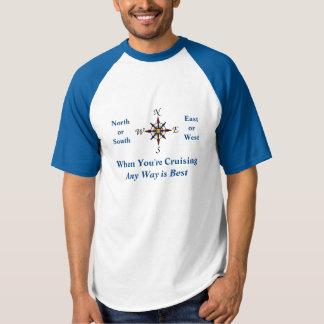 Camiseta Algum texto de cruzamento do azul do MED da