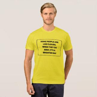 Camiseta Algumas pessoas são como nuvens. Quando partirem,