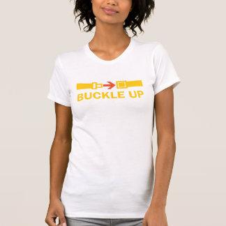 Camiseta Alyce: Curvatura acima da camisola de alças