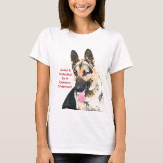 Camiseta Amado & protegido por um german shepherd
