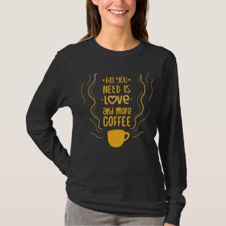 Camiseta Amantes engraçados do amor & do café que dizem o