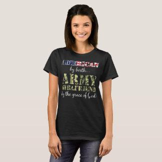 Camiseta Americano pelo namorada do exército do nascimento