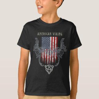 Camiseta Americano Viking. Bandeira, capacete afligido,