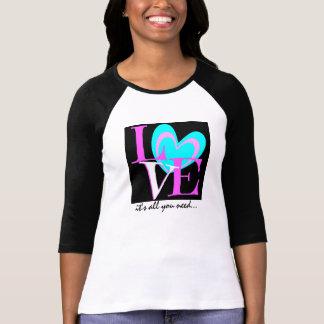 Camiseta AMOR é tudo que você precisa… o preto cor-de-rosa
